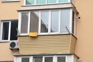 Остекление балконов с выносом по подоконнику в Севастополе