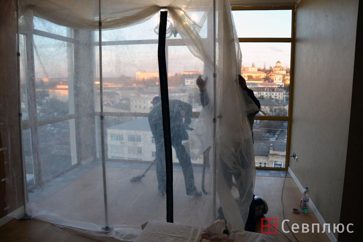 Пластиковые окна в Севастополе. Севплюс. Остекление квартиры в Артбухте. После окончания работ снимается пылебарьер и убирается помещение