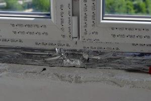 Герметизация пенного шва при монтаже окон